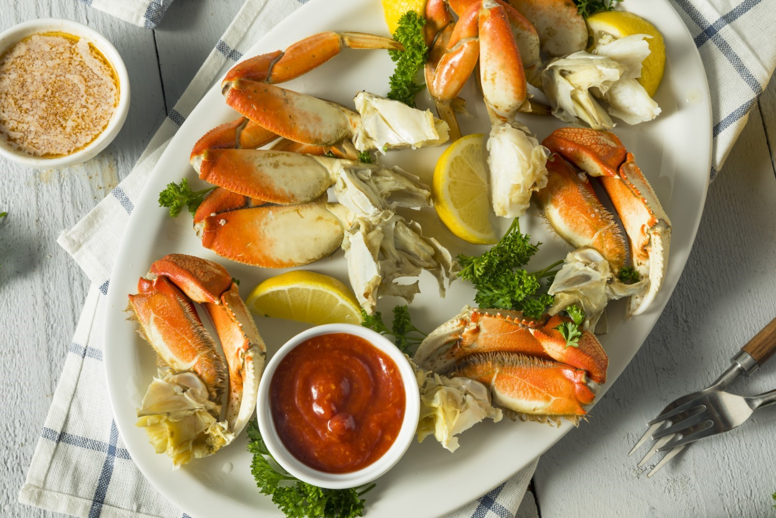 cooked dungeness crab legs with cocktail sauce
